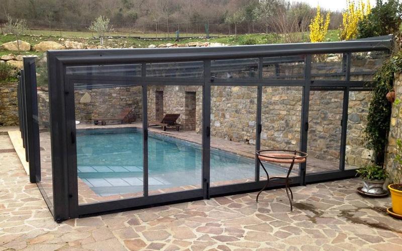 Abri piscine haut une pente en aluminium adossé sur mur