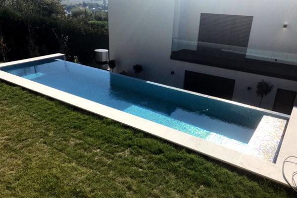 Constructeur piscine carrelage à débordement