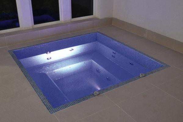 Vente de spa carré avec skimmer pour particuliers